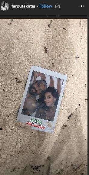 India Tv - Farhan Akhtar and Shibani Dandekar's beach vacation