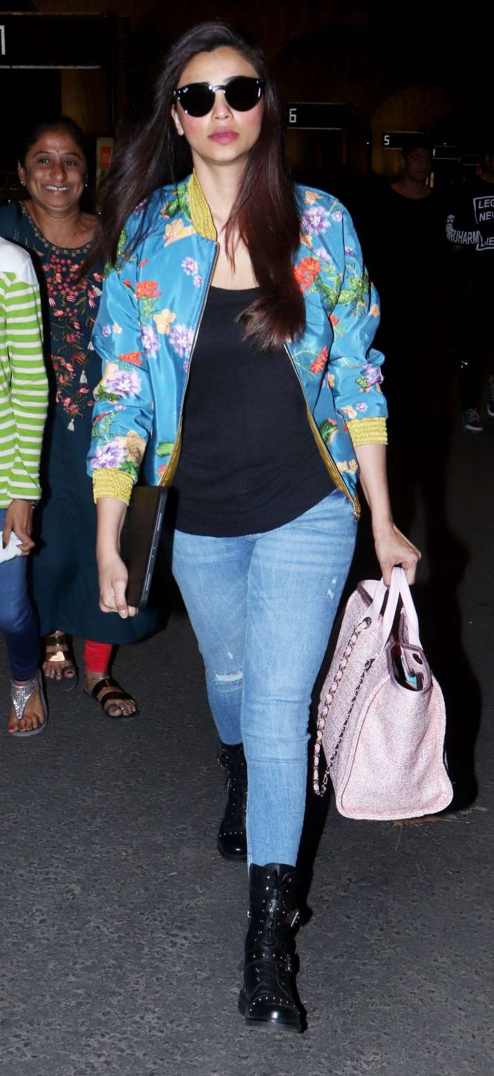India Tv - Daisy Shah leaves forDa-Bangg Tour Reloaded