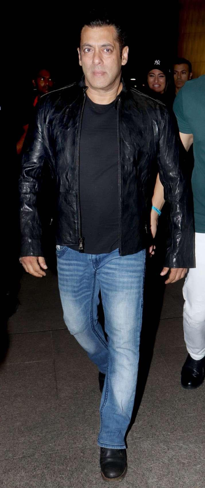 India Tv - Salman Khan leaves forDa-Bangg Tour Reloaded