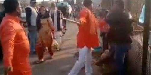 Lucknow: Goons assault Kashmiri street vendors, one arrested