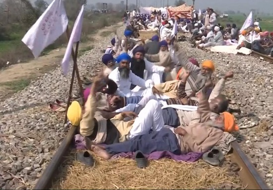 Farmers in Amritsar continue to protest demanding