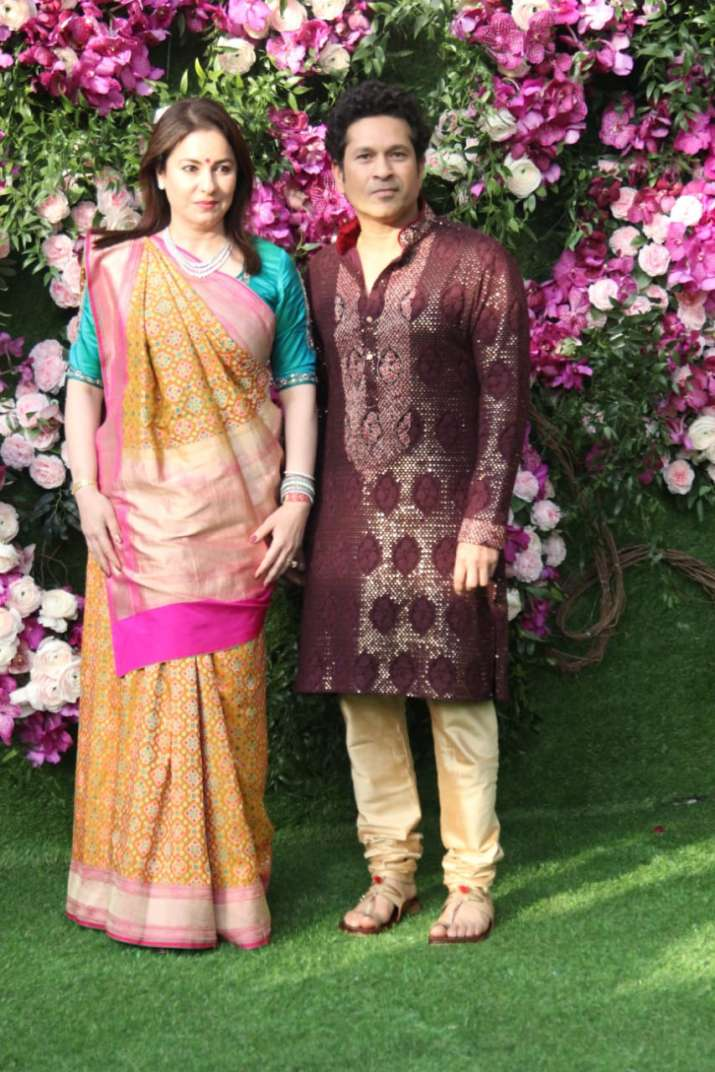 India Tv - Sachin Tendulkar with wife