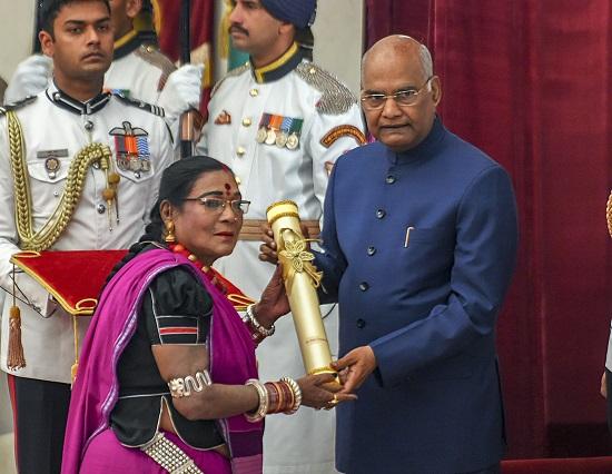 Folk singer from Chhattisgarh Teejan Bai receives Padma