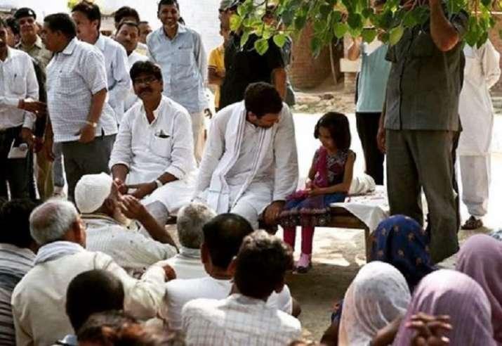 India Tv - Congress President Rahul Gandhi talks to young girl during Lok Sabha Election 2019 campaign.