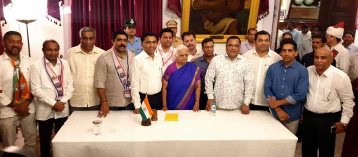 India Tv - Sawant's newly sworn-in cabinet has two deputy CMs and nine ministers