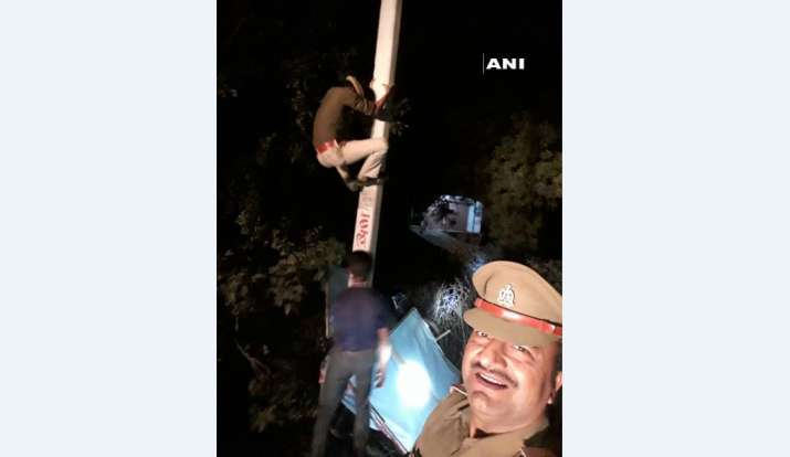 UP cop suspended for clicking selfie