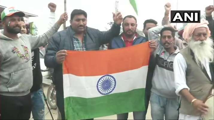 India Tv - Carrying tricolour flags, garlands and posters, scores of enthusiastic people have assembled at the Attari Joint Check Post