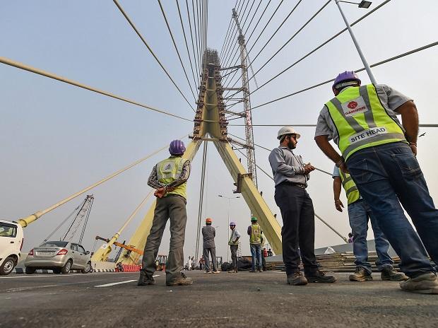Metal wire breaks off from Delhi's Signature Bridge,