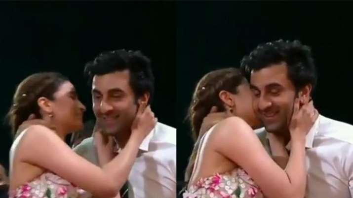 This video of Ranbir Kapoor sharingawkwardkiss with