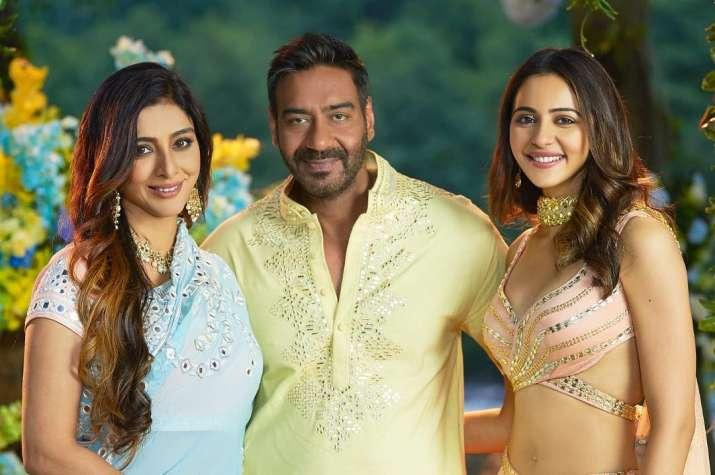 India Tv - Ajay Devgn, Tabu and Rakul Preet in De De Pyaar De