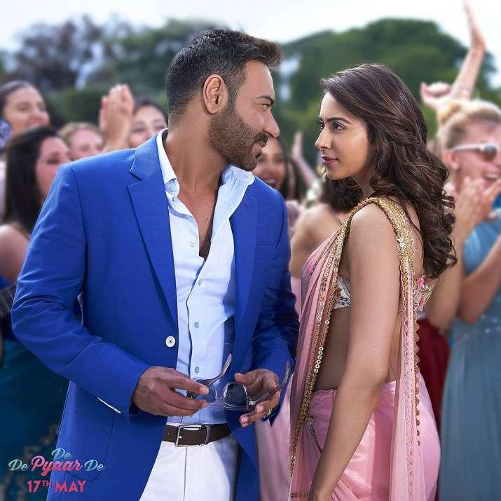 India Tv - Rakul Preet Singh and Ajay Devgn in De De Pyaar De