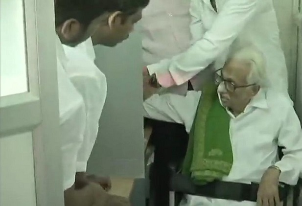 India Tv - Tamil Nadu: DMK General Secretary K Anbazhagan casts his vote at a polling station in Mylapore, in Chennai South Parliamentary constituency.