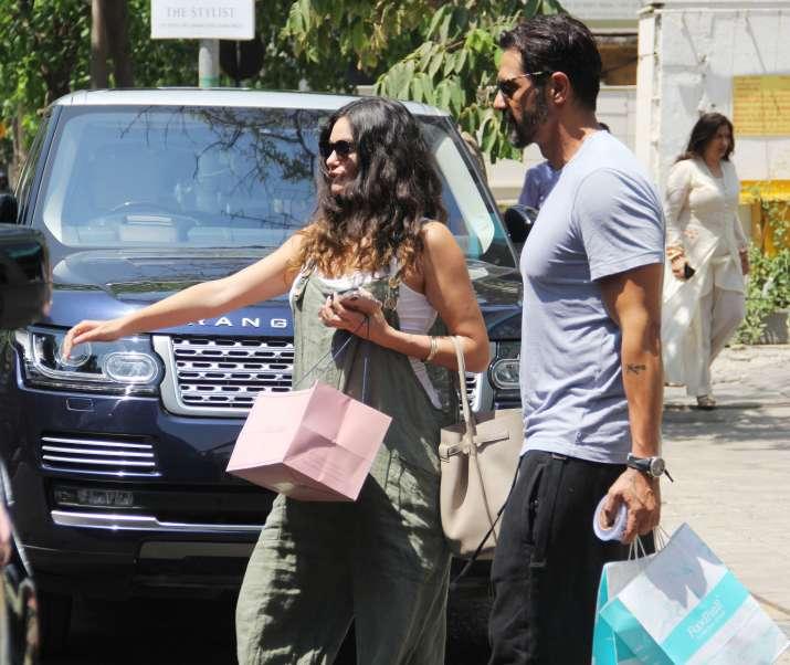 India Tv - Bollywood Celebrity Arjun Rampal shares the news of girlfriend Gabriella Demetriades is pregnant on Instagram, See Post