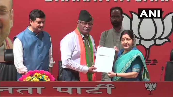 Former vice chief of army Sarath Chand joins BJP