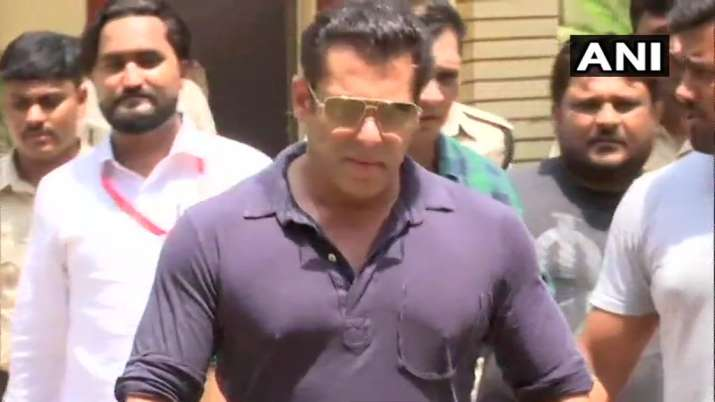 India Tv - Salman Khan casting his vote in Lok Sabha Elections 2019
