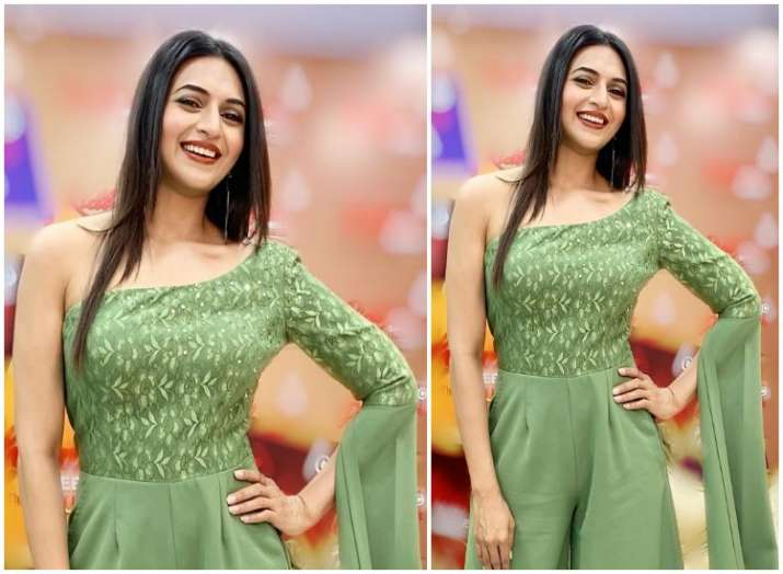 Divyanka Tripathi Dahiya's latest photo in her off-the-shoulder olive jumpsuit will make you buy one