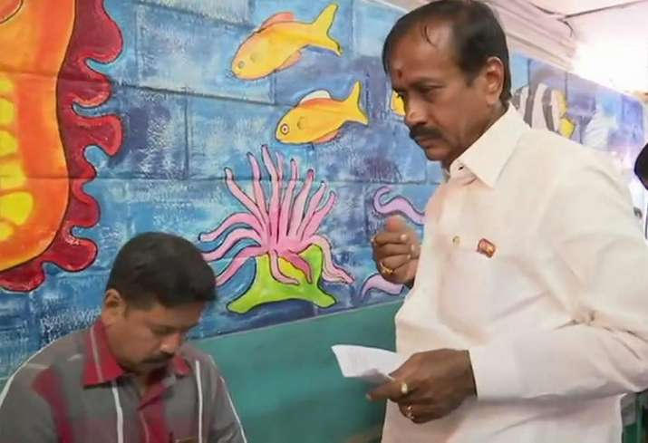 India Tv - Tamil Nadu: BJP candidate for Sivaganga constituency H Raja casts his vote at a at a polling station in Karaikudi, Sivaganga