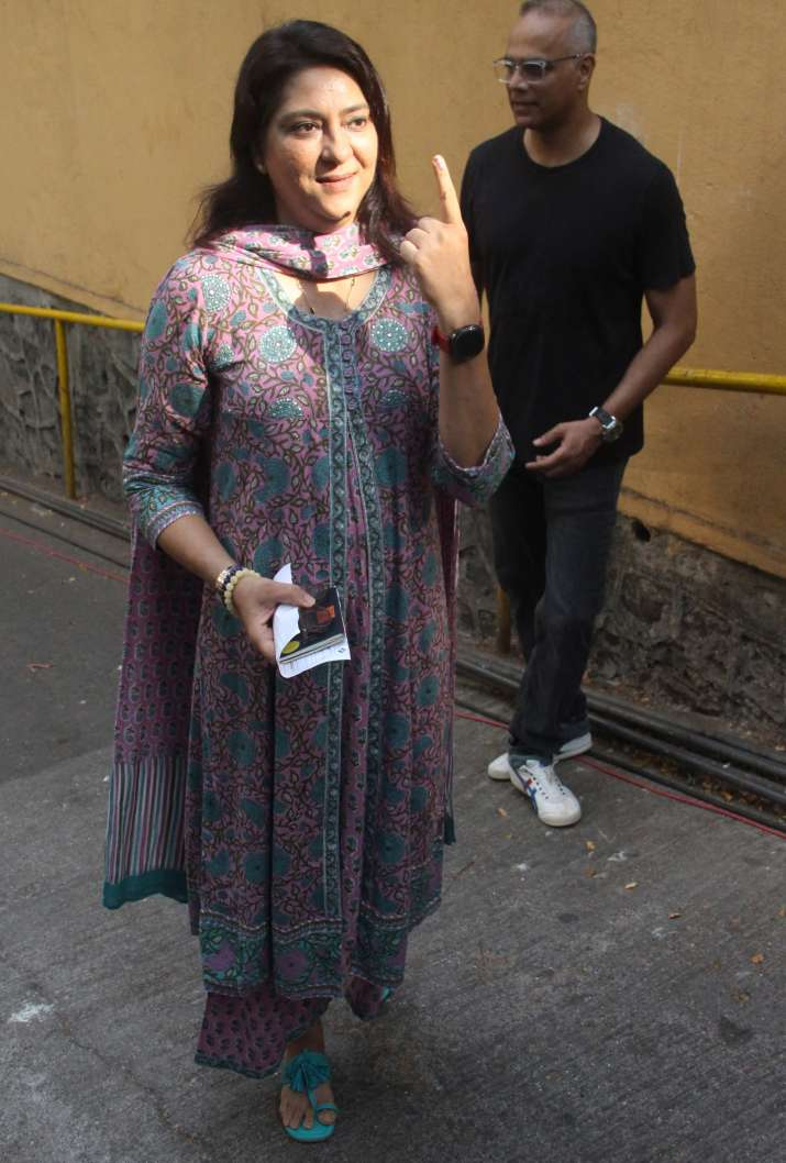 India Tv - Priyanka Chopra, Rekha, Waheeda Rehman and other Bollywood celebs cast vote in Lok Sabha Election 2019
