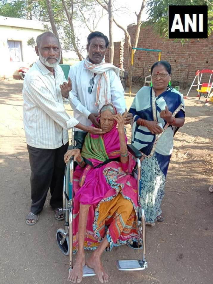 India Tv - Maharashtra: 105-year-old Kavaibai Kamble along with her family cast her vote at a polling station in Harangul Budruk in Latur constituency