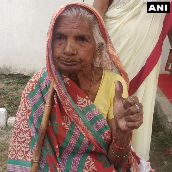 Bihar: 90-year-old Urmila and Usha cast their votes at