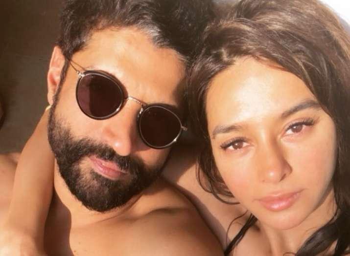India Tv - Farhan Akhtar with girlfriend Shibani Dandekar.