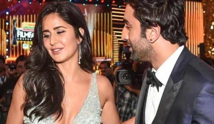 Katrina Kaif and Ranbir Kapoor, the 'EX-LOVERS', share hug and good rapport