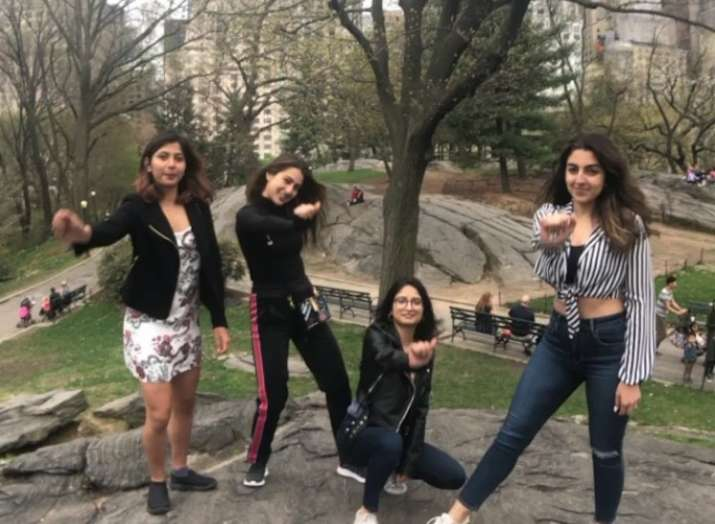 Sara Ali Khan shares a post for her friends,'Missing all of