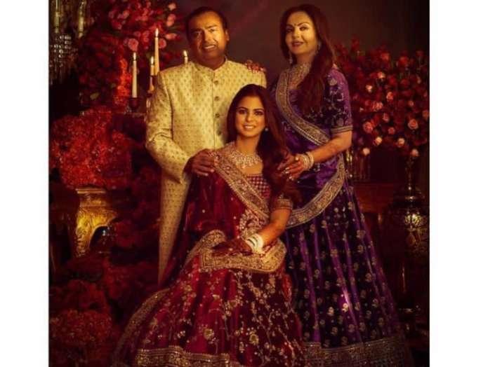 India Tv - Mukesh Ambani and Nita Ambani with daughter Isha Ambani.