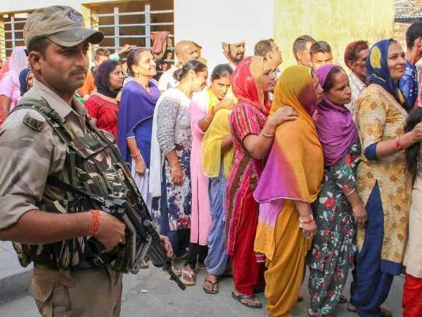Karnataka bans smart-phones inside polling booths