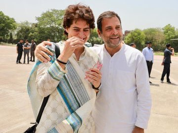 Rahul and Priyanka have often been seen standing by each