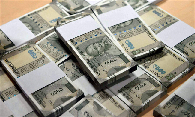 EC teams seize over Rs 1,400 crore worth cash, liquor and