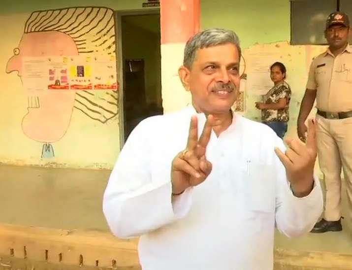 India Tv - Bengaluru: RSS leader Dattatreya Hosabale casts his vote at polling station in Seshadripuram