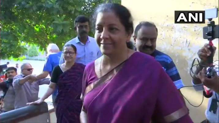 India Tv - Defence Minister Nirmala Sitharaman arrives at polling booth in Jayanagar of Bangalore South Parliamentary constituency to cast her vote.