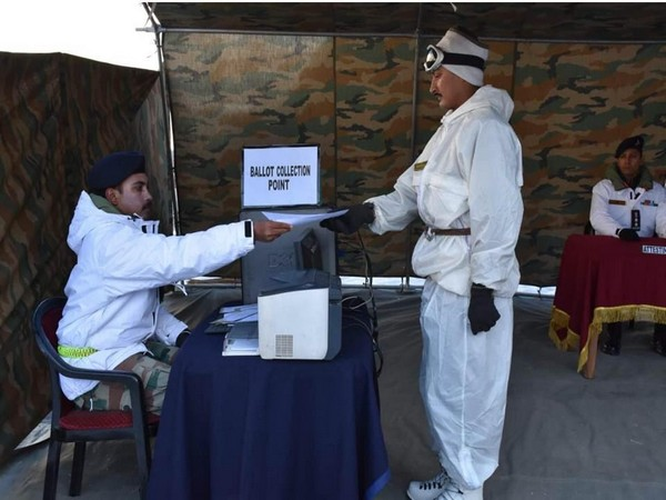 Soldiers of the Indian Army poster in Siachen cast their
