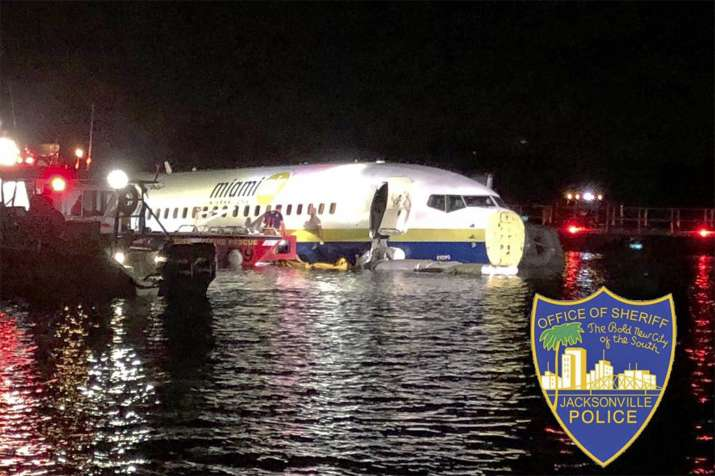 Boeing 737 crashing into river
