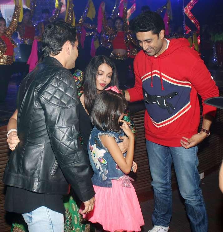 India Tv - Aaradhya Bachchan with Aishwarya Rai Bachchan and Abhishek Bachchan