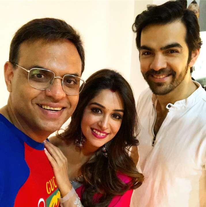 India Tv - Dipika Kakar and Karan V Grover in Pani Puri