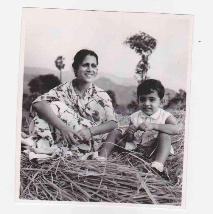India Tv - Aamir Khan with mother