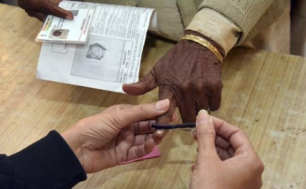 Delhi: Man claims mismatch between vote cast by him and VVPAT slip