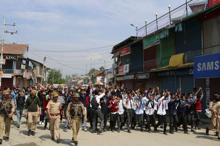 India Tv - Students demand justice for the Bandipora rape victim