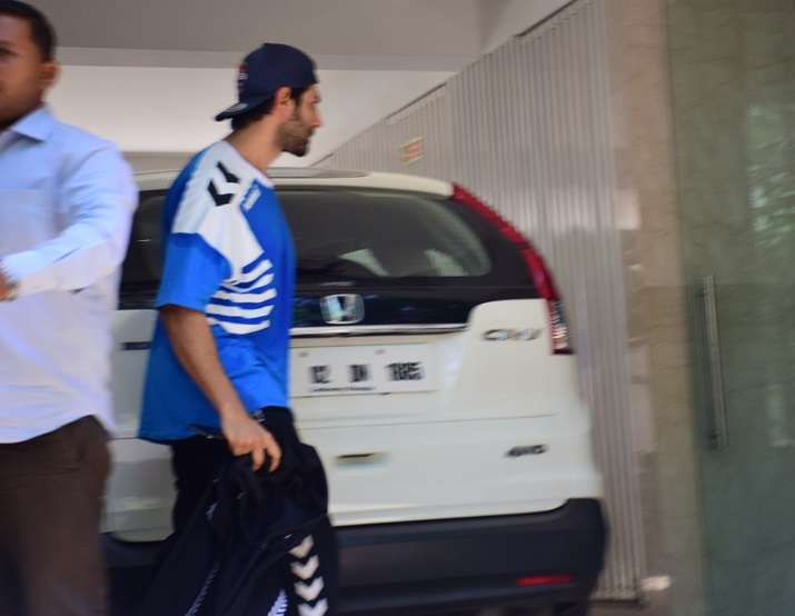 India Tv - Sara Ali Khan, Kartik Aaryan spotted together at a gym