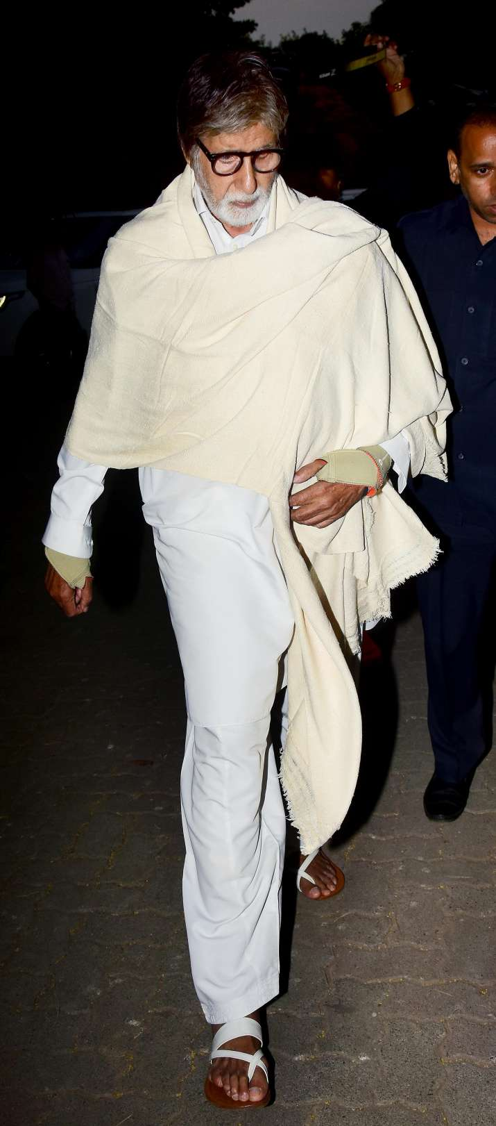 India Tv - Amitabh Bachchan at Veeru Devgan's funeral to offer his respect.