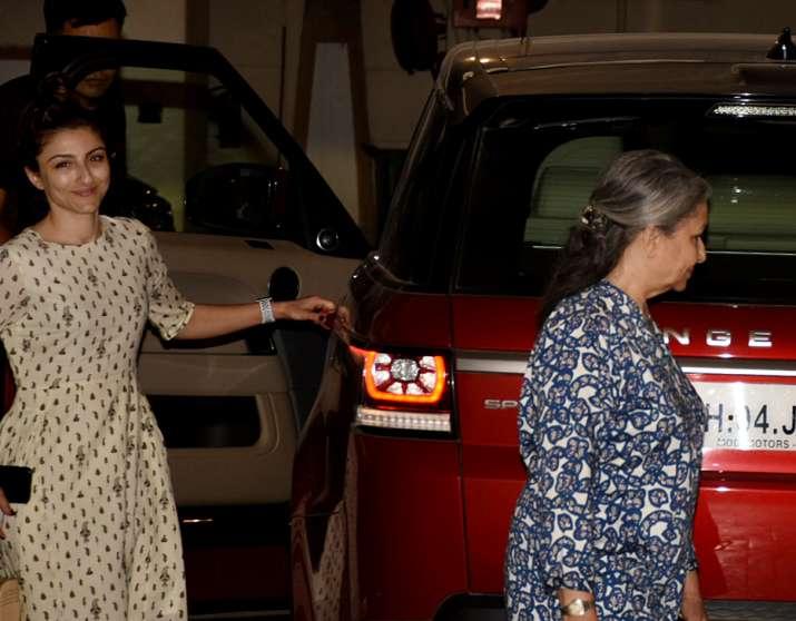 India Tv - Soha Ali Khan and Sharmila Tagore arrive together at Saif Ali Khan's apartment.