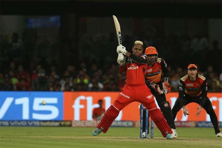 Live IPL Score, RCB vs SRH, Match 54 Live from Bengaluru: Hetmyer, Gurkeerat look to rebuild innings