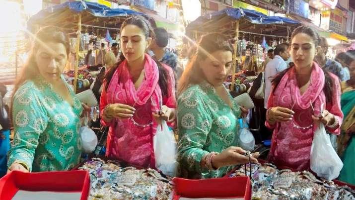 India Tv - Sara Ali Khan shopping at the flea market