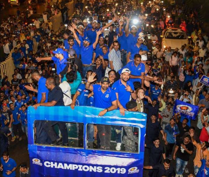 India Tv - Mumbai Indians celebrate their title win with the fans