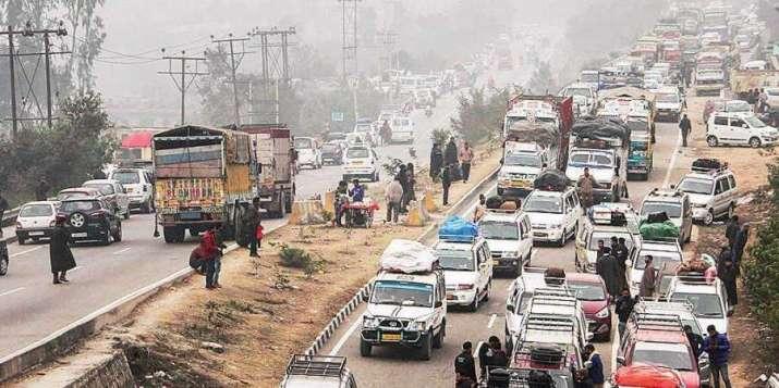 Only stranded civilian vehicles allowed on Jammu-Srinagar