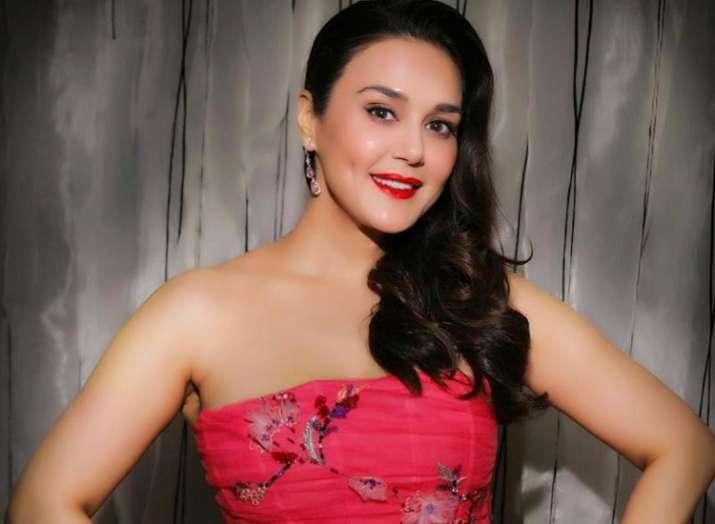 Preity Zinta thanks team 'Kya Kehna' on completing 21 years in Bollywood
