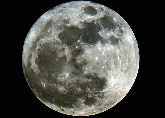 Formation of Moon brought water to Earth / Representational