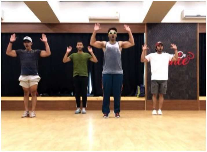 Varun Dhawan can Street Dance aggressively for 17-secs; We call it Challenge of the Week for Dhawan